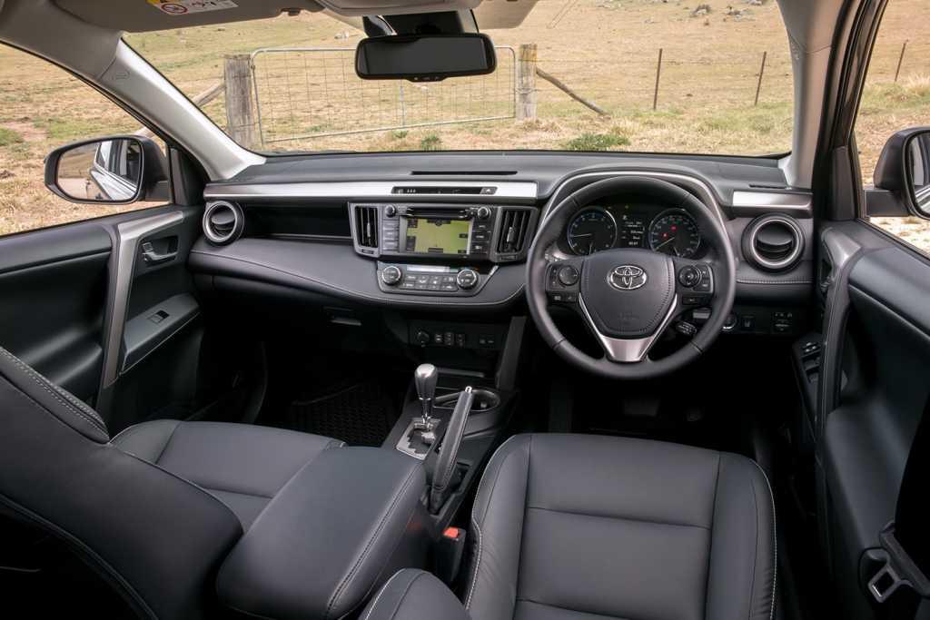 Toyota Hilux Revo vs Isuzu D-MAX